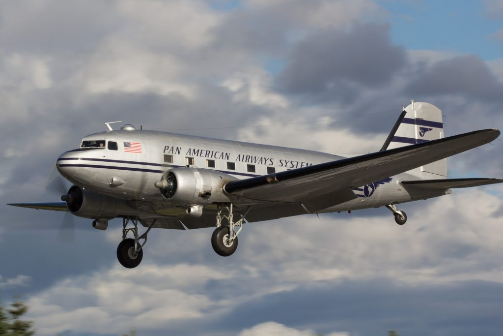 C-47B-1-DL 43-16340 – Pan Am – N877MG